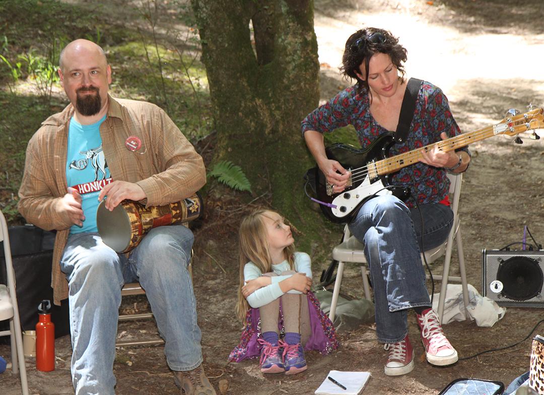 Adults with little girl between. (Steward Hartman)